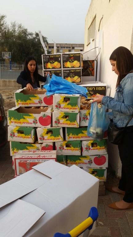Maccabi World Union (MWU) - Community Uplift - packing food-