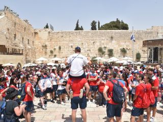 Sport Department - Maccabiah - great britain delegation at the western wall-
